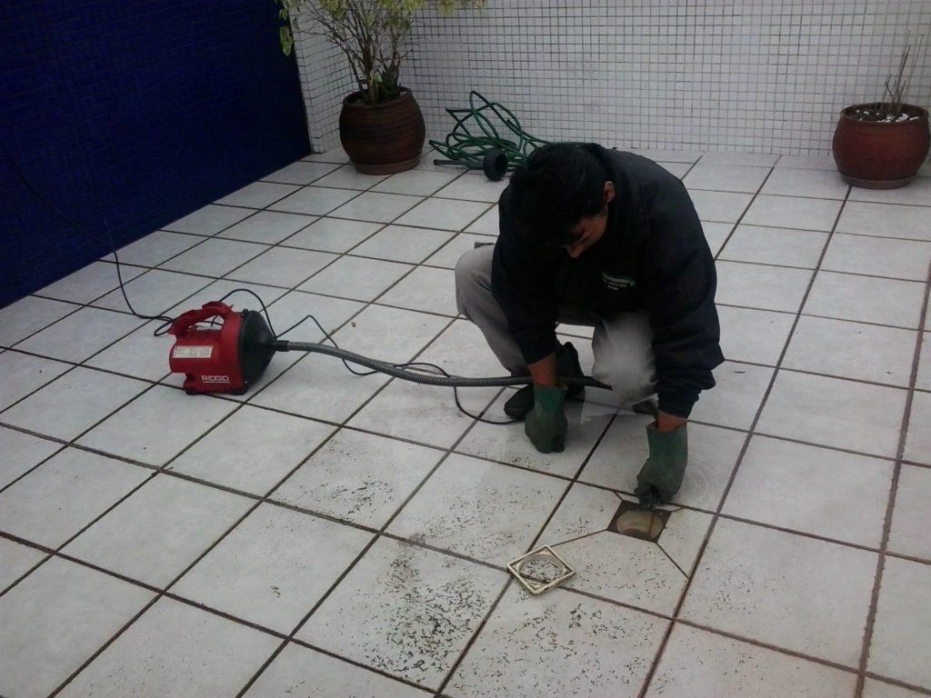 Desentupimento Ralo no Campina do Siqueira em Curitiba